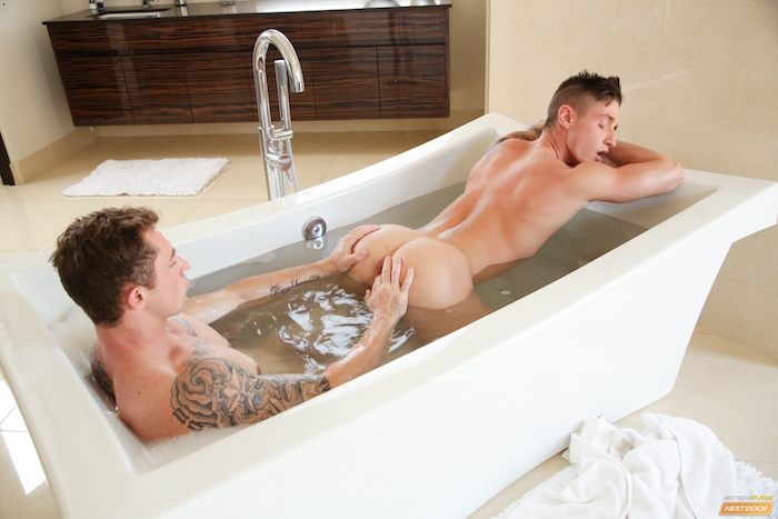 breaking-in-the-tub-markie-more-lance-ford-5