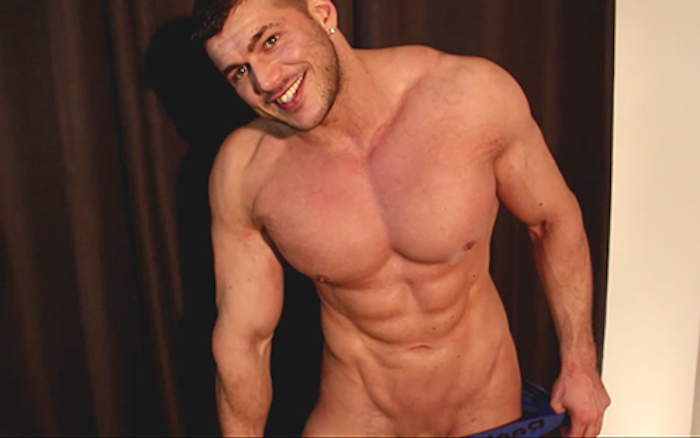 cant-resist-the-pits-joshua-armstrong-5